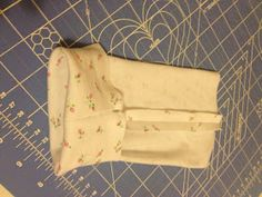 UPDATE: On the recommendation of someone else I am linking up to The Shabby Creek Cottage Transformation Thursday . Sewing Box, Baby Sewing, Diy Sewing Projects, Sewing Tutorials, Sewing Patterns Free, Free Sewing, Sewing Room Furniture, Sewing Room Design, Preemie Clothes