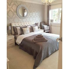 Henderson Interiors Chelsea Glitter Damask Wallpaper Soft Grey, Silver - Wallpaper from I Love Wallpaper UK Feature Wall Bedroom, Accent Wall Bedroom, Damask Wallpaper Living Room, Wallpaper Uk, Silver Wallpaper, Home Bedroom, Bedroom Decor, Damask Bedroom, Taupe Bedroom