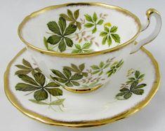 Royal Adderley tasse et soucoupe avec des feuilles vertes, or lourd coupe, porcelaine Vintage