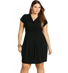 Vestido Preto com Decote Transpassado Quintess Plus Size  #modaplussize #roupasplussize #roupasfemininas #modafeminina #plussize #beline