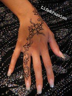 pretty henne tattoo