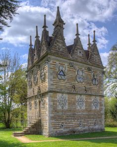 Rushton Triangular Lodge, Kettering, England. Build in 1593 by Sir Thomas…
