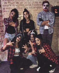 Halloween Costume Clown, Halloween Outfits, 4 People Halloween Costumes, Couples Halloween, Halloween 2020, Diy Halloween, Clown Costume Women, Halloween Makeup, Halloween Halloween