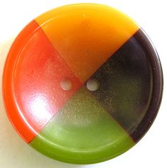 VINTAGE 4-COLOR BAKELITE BUTTON  Make as a cane out of polymer, cut slices, and voila!