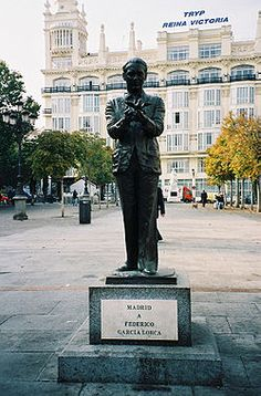 Estatua de Federico García Lorca en la plaza de Santa Ana de Madrid