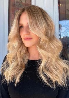 Really looking for modern hair color tones to sport in year 2021? If yes then see here awesome shades of creamy blonde hair colors for long waves hair locks. We always suggest this best hair color to every girl who actaully wanna make her look so much cool than before. This is most suitable hair color for year 2021. Cool Hair Color, Hair Colors, Modern Hairstyles, Cool Hairstyles, Creamy Blonde, Popular Hair, Hair Locks, Color Tones, Hair Color Highlights