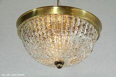 Klassieke plafonniere 25119 bij Van der Lans Antiek. Bekijk al onze exclusieve lampen op www.lansantiek.com