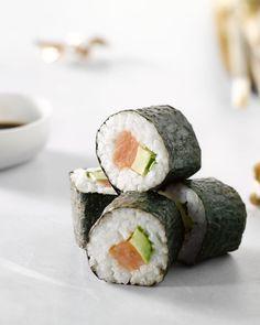 Gerookte zalm en avocado sushi #15gram