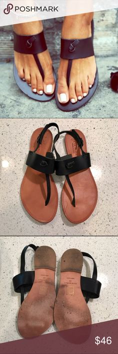 joie a la plage nice sandal Beautiful Joie sandal, perfect for vacation or everyday wear. A summer staple to wear with dresses or shorts, as seen on many celebs! Made in Italy of soft and supple cowhide leather. Worn twice. They are a bit to big for me. Fit like a 7 1/2 Joie Shoes Sandals