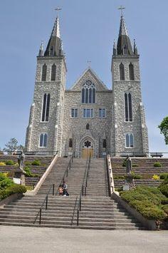 The Martyrs' Shrine is a Roman Catholic church in Midland, Ontario, Canada Old Churches, Catholic Churches, Roman Catholic, Irish Catholic, Places Around The World, Around The Worlds, Cathedral Church, Church Architecture, Church Building