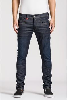 Buy your favorite clothes online on the official Replay website: Jeans, T-shirts, shirts, sweaters and many others! Jeans Slim, Denim Jeans, Replay Jeans, Casual Outfits, Men Casual, Japanese Denim, Slim Fit, My Style, Shirts