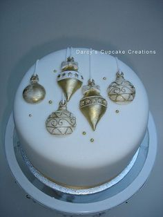 gold+&+white+bauble+cake