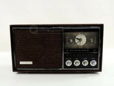 Lloyd's AM FM Radio Model 9J41W-100A