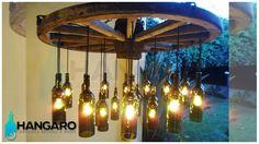 Diseño de lámpara con rueda de carreta y 21 botellas de vino. #Hangaro #Guatemala #CreacionChapina #Vidrio