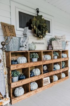 DIY nesting boxes - A great farmhouse style piece of furniture that is super easy to make! A great storage piece or a styling piece any room inside and outside. A great pin for farmhouse decor inspiration! Shabby Chic Homes, Shabby Chic Decor, Rustic Decor, Rustic Homes, Rustic Table, Vintage Decor, Boho Decor, Country Farmhouse Decor, Farmhouse Style