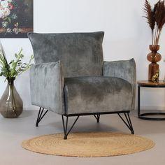 Op zoek naar een echte eyecatcher in je interieur? Dan is de Mika fauteuil velvet misschien wel iets voor jou! De Mika fauteuil straalt luxe en comfort uit. Mika, Natural Interior, Interior Decorating, Interior Design, New Room, Modern House Design, Bedroom Furniture, Accent Chairs, Armchair