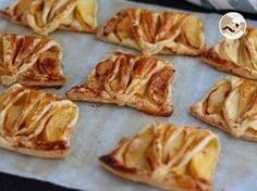 Quer um doce rápido e fácil de preparar? Experimente então esses deliciosos folhados de maçã, além de fáceis, todos vão adorar! Feito com massa folhada, maçã, canela, açúcar e ovo para dourar. Prepare também seu cafezinho/chá para acompanhar. - Receita...