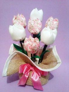 Feito em juta e tulipas de tecido. Outras opções de cores. Ótimo presente para o dia das mães!!! R$ 18,90