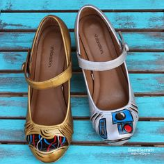 Star Wars and Painted Shoes! Painted shoes with rub 'n buff wax paint. Shiny gold and silver leaf! Star Wars Crafts, Star Wars Art, Geek Crafts, C3po And R2d2, Star Wars Shoes, Rub N Buff, Unique Socks, Painted Shoes, Animal Design