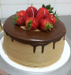 Tortas frias Birthday Cake Decorating, Cake Birthday, Amazing Cakes, Beautiful Cakes, Tall Cakes, Italian Cream Cakes, Dessert Decoration, Pastry Shop, Diy Cake