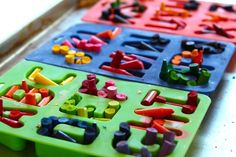 melt crayons in silicone alphabet ice trays (or any fun shape trays) and melt in oven at 250 for 20 mins or until melted. Let dry for several hours. pop out and wrap in a clear bag with fun ribbon as a gift! Craft Activities For Kids, Projects For Kids, Letter Activities, Crafts To Do, Crafts For Kids, Easy Crafts, Broken Crayons, Diy Crayons, Homemade Crayons