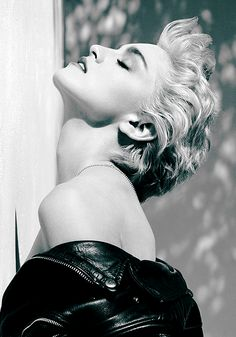 Back when Madonna was trueto her self.Madonna, Hollywood, 1986 by Herb Ritts. Madonna (whom Ritts also photographed… Madonna True Blue, Madonna 80s, Madonna Photos, Madonna Music, Madonna Vogue, Madonna Hair, Madonna Videos, Madonna Costume, Divas
