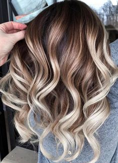 Amazing Balayage Hair Colors and Dark Roots in 2019 Fantastic balayage hair color shades with dark roots to show off nowadays. If you have long waves hair and wanna sport some kind of shades then we must say you to check out the best ever hair colors Brown Hair Balayage, Brown Ombre Hair, Light Brown Hair, Ombre Hair Color, Hair Color Balayage, Brown Hair Colors, Balayage Hairstyle, Blonde Balayage Highlights On Dark Hair, Balyage Short Hair