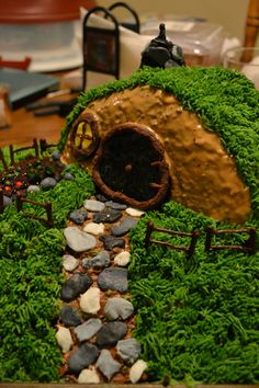 Hobbit hole cake - boys would love it!
