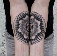 Conectando-se entre mandala antebraço tatuagens http://tatuagens247.blogspot.com/2016/08/requintado-ligar-desenhos-de-tatuagem.html