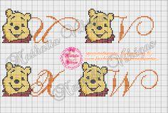Me empolguei, peguei uma imagem do Pooh e fiz esse lindo monograma   Recém saído do forno hehehe   Espero que gostem!!!   Deixem sua opiniã...