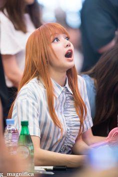 K-Pop Babe Pics – Photos of every single female singer in Korean Pop Music (K-Pop) Kpop Girl Groups, Korean Girl Groups, Kpop Girls, Jennie Lisa, Blackpink Lisa, Lisa Chan, Pillos, Blackpink Members, Soyeon