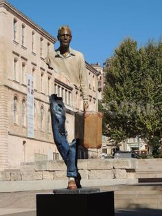 From the Rabbit's archives: airy statues by Bruno Catalano. See more here (or click the image): http://www.justfollowthewhiterabbit.com/?p=527
