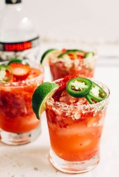 Strawberry Jalapeno Margaritas are the perfect combo of sweet and spicy! This strawberry jalapeno margarita will spice up your next Cinco de Mayo celebration! Liquor Drinks, Cocktail Drinks, Cocktail Recipes, Beverages, Alcoholic Drinks, Mezcal Cocktails, Tequila Drinks, Bourbon Drinks, Coffee Drinks