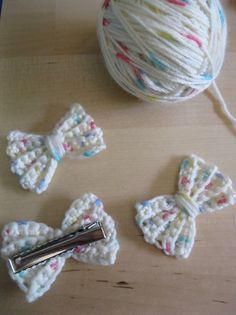 Crocheted Bow Hair Clip. Crochet hair clips for little girls, this little girl hair clip is so cute! Miss Kaboodle would love this!