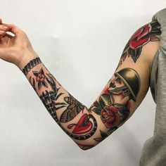 A compelling guide to color tattoos: the pros and cons of color tattoos, color tattoo styles and photo ideas. Black Ink Tattoos, Tribal Tattoos, Trendy Tattoos, Unique Tattoos, Body Art Tattoos, Forearm Tattoos, Quarter Sleeve Tattoos, Tattoos For Women Half Sleeve, Best Sleeve Tattoos