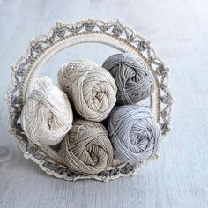 Crochet edge around embroidery hoop #crochet #embroidery hoop #photoframe #linensoft #scheepjes