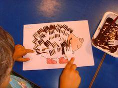 Gabel-Druck. Eine kreative Methode, um mit Farbe zu experimentieren. Eine Methode, um Fell oder Stacheln zu malen. Kleinwirdgross.wordpress.com Ein Blog für die Familie, mit Themen von Spieletipps, Bastelideen und Rezepten, über Kindererziehung, bis hin zu mehr Gelassenheit für Eltern
