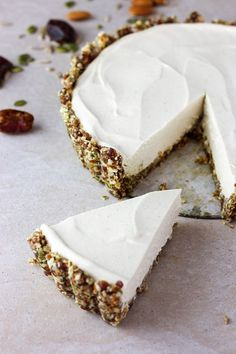 Lime and vanilla vegan cheesecake sweets vegan cheesecake, vegan desserts e Raw Desserts, Vegan Dessert Recipes, Delicious Desserts, Yummy Food, Baking Desserts, Health Desserts, Cheesecake Vegan, Cheesecake Recipes, Cheesecake Cake