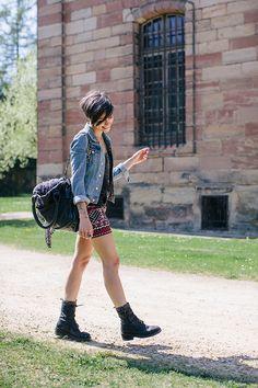 Veste H&M (ancienne co)  Top Cozete  Jupe Vero Moda  Boots Ann Demeulemeester (vues ici)  Sac Yvonne Koné
