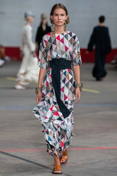 The complete By Malene Birger Copenhagen Spring 2020 fashion show now on Vogue Runway. Spring Fashion Outfits, Modest Fashion, Spring Summer Fashion, Catwalk Fashion, Fashion 2020, Fashion Trends, French Fashion, London Fashion, Fashion Fashion