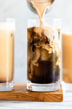 The new Starbucks Pumpkin Cream Cold Brew is better than the Pumpkin Spice Latte, and you can make it at home! You wont believe how easy this DIY Pumpkin Cream Cold Brew Recipe is to make. It only takes 6 ingredients and 5 minutes! Diy Pumpkin, Pumpkin Recipes, Fall Recipes, Pumpkin Drinks, Rib Recipes, Starbucks Drinks, Coffee Drinks, Yogurt, Coffee Love
