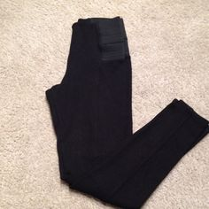 Zara legging In great conditions . Worn once .! Super comfy .! Zara Pants Leggings