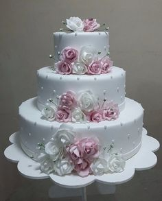 60 fantastic, elegant, chic wedding cakes design inspiration – Page Wedding Cake Roses, Floral Wedding Cakes, Elegant Wedding Cakes, Beautiful Wedding Cakes, Gorgeous Cakes, Wedding Cake Designs, Pretty Cakes, Bling Wedding, Wedding Flowers