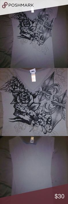 OFFERS! Women's XL Gray SoCal Long Top NEW LISTING 2017.09.26  Please feel free to make a REASONABLE offer on this top.  LIKE NEW! VERY GOOD CONDITION! NO FLAWS!   Gray Extra Large SoCal (So Cal) Top. Front Features A Rose Design In Black & Gray With Black Jewels & Says SoCal.   SMOKE & PET FREE HOME! SoCal Tops Tees - Short Sleeve