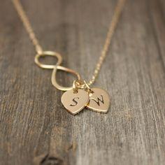 Hey, j'ai trouvé ce super article sur Etsy, chez https://www.etsy.com/fr/listing/121264355/collier-en-or-infini-bijoux