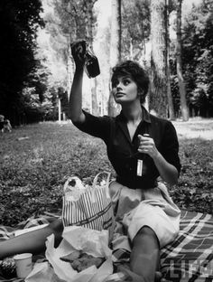 """Sophia Loren examining contents of bottle while on picnic during location filming of """"Madame Sans Gene"""",photo by Alfred Eisenstaedt, Italy 1961 Carlo Ponti, Old Hollywood, Classic Hollywood, Hollywood Icons, Christina Ricci, Jennifer Aniston, Cannes, Divas, Foto Portrait"""