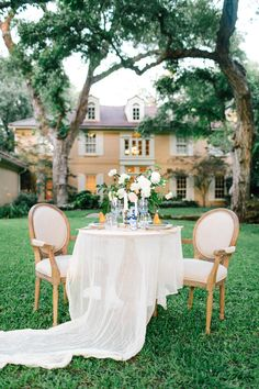 Chic and Stylish Blue and Gold Wedding Ideas