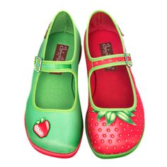 Printed fabric upper. Soft fabric inner. Non marking rubber sole Cushioned inner sole for maximum comfort Vibrant colors and quality prints Renowned for its unique design shoes Check Hot Chocolate Design Size Chart to get a perfect fit Start your collection today!       Chocolaticas® Bon Voyage. Conquer the world step by step!  Funky and comfortable with every step you take! Our Chocolaticas Mary Jane Flats are a unique mix of vintage and modern. The classy style of a Mary Jane, the…