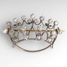 Crown brooch with diamonds and pearls.