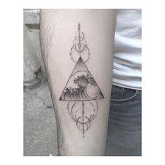 Hokusaï #lencrerie #tattoo #tattooedgirls #tattooedgirl #tattoogirls #flowertattoo #tattooist #graphicart #graphictattoo #tattoographic #finelinetattoo #finelinestattoos #finelines #blackworkerssubmission #blackworktattoo #blackink #tattooarrow #hokusaitattoo #hokusai #arrowtattoo #arrowdrawing cc @walterhego @_favry @dizzycali @bellesetbuth @dlc4123 @jeynoname